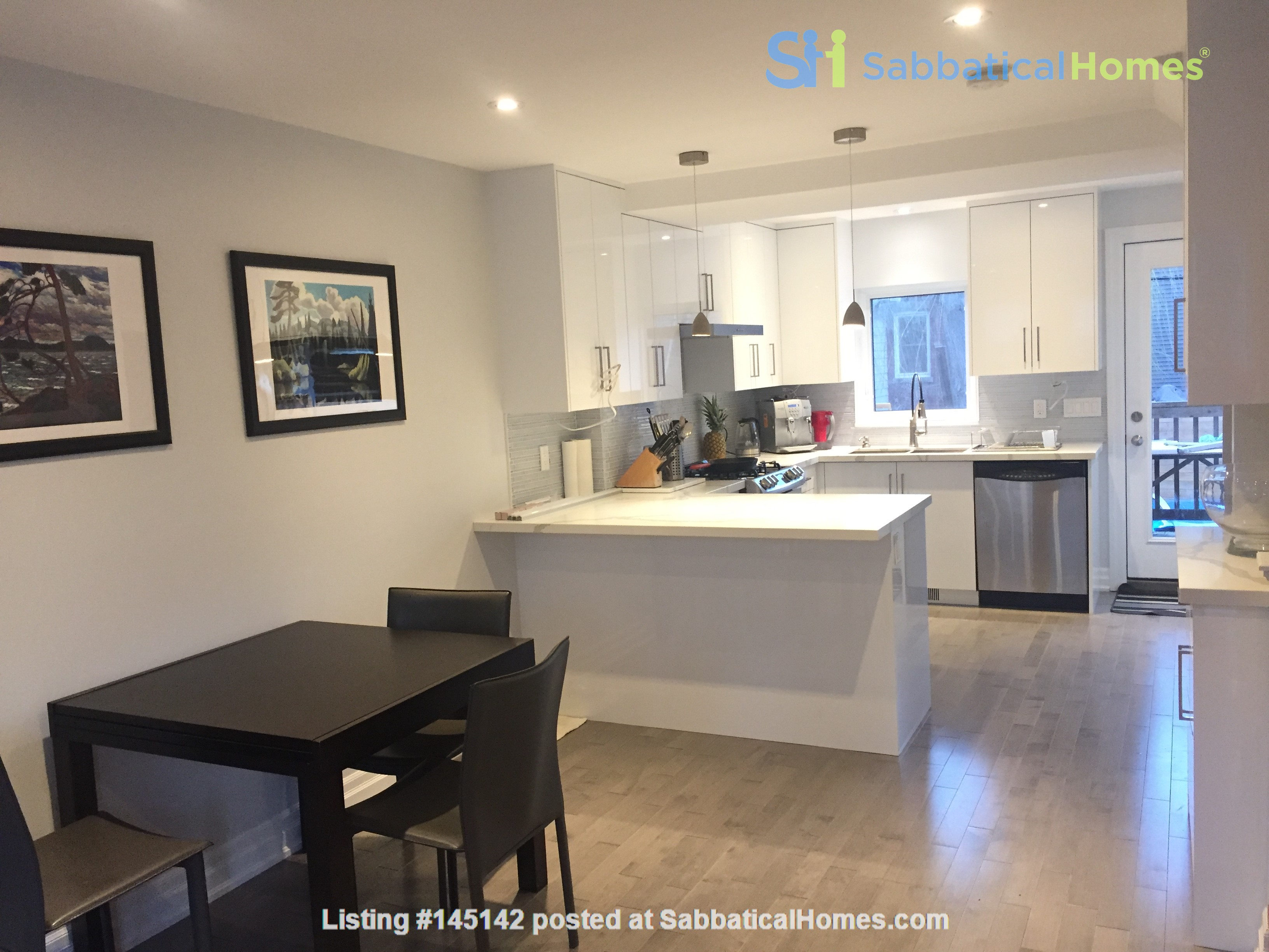 Family friendly townhome with parking in central Toronto Home Rental in Toronto, Ontario, Canada 0