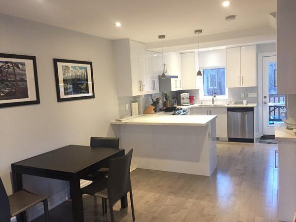 Family friendly townhome with parking in central Toronto Home Rental in Toronto 0 - thumbnail