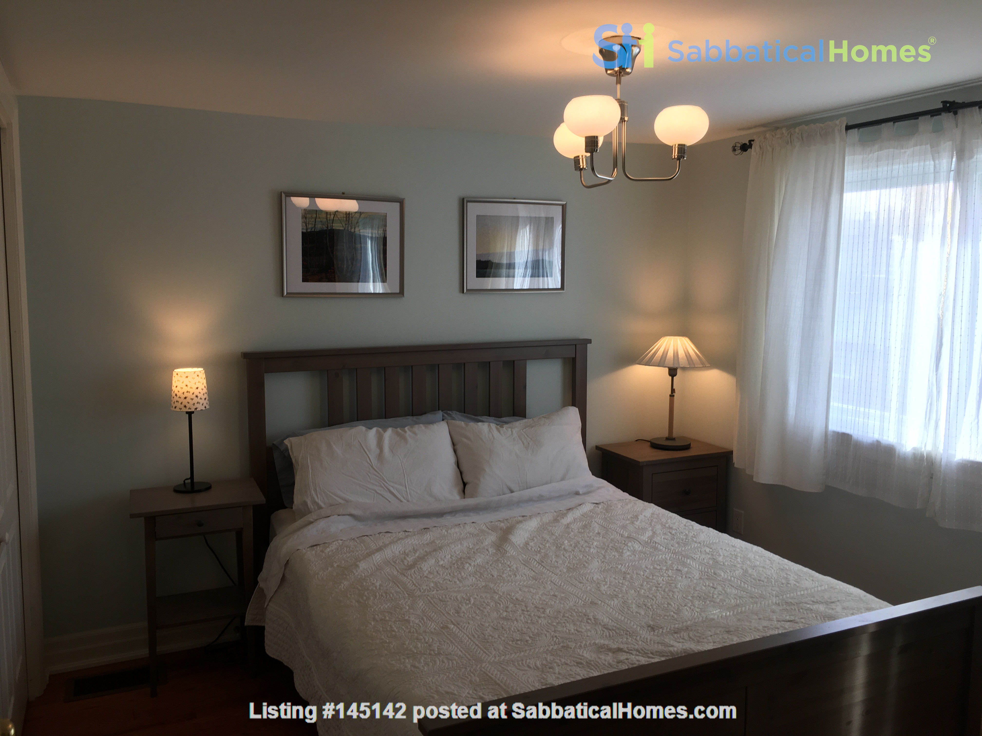 Family friendly townhome with parking in central Toronto Home Rental in Toronto, Ontario, Canada 1