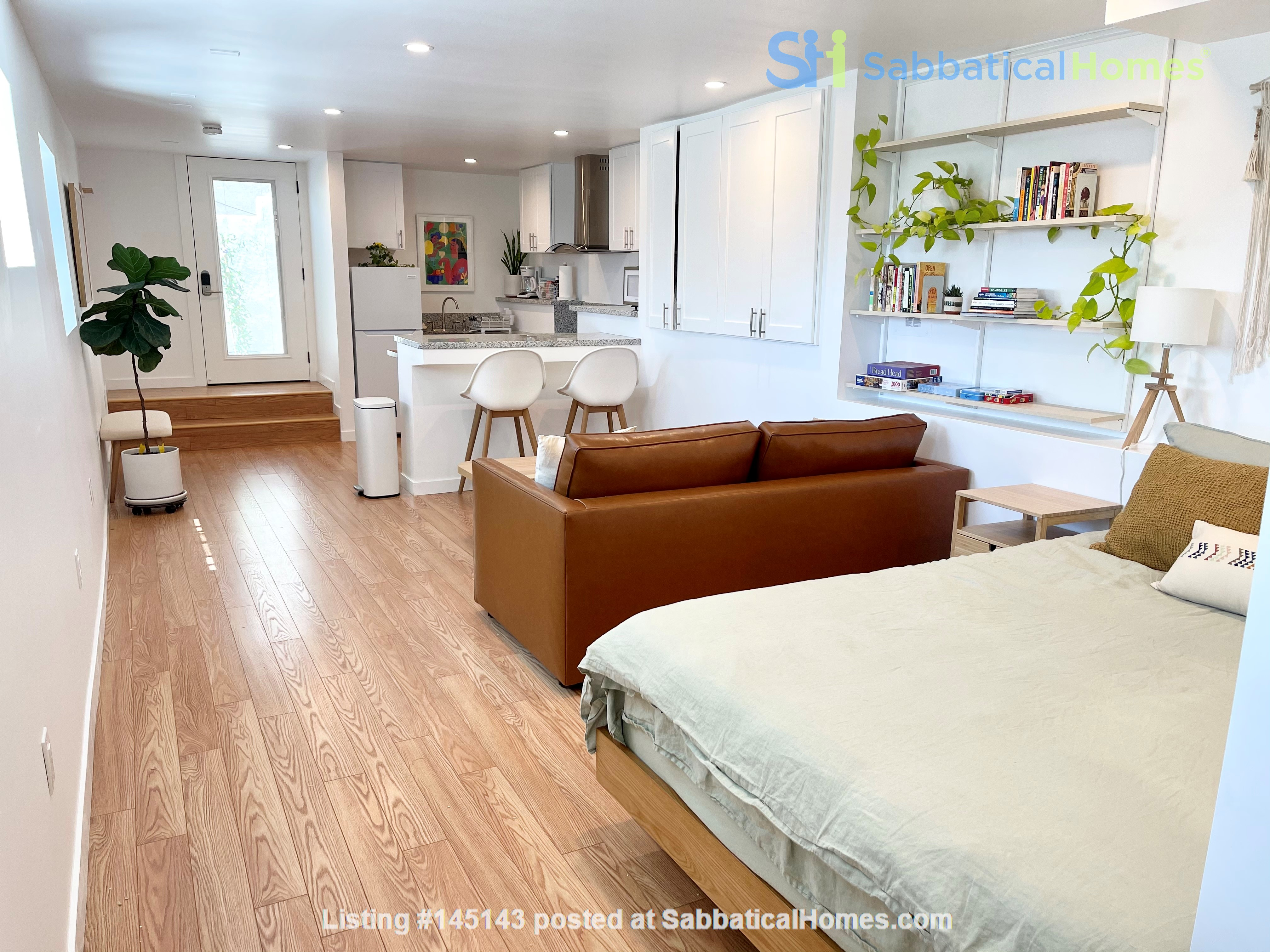 NEW Studio with Stunning L.A. Views! Home Rental in Los Angeles, California, United States 3