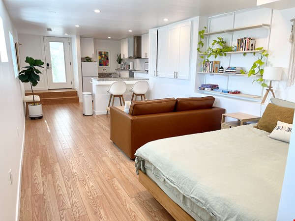 NEW Studio with Stunning L.A. Views! Home Rental in Los Angeles 3 - thumbnail