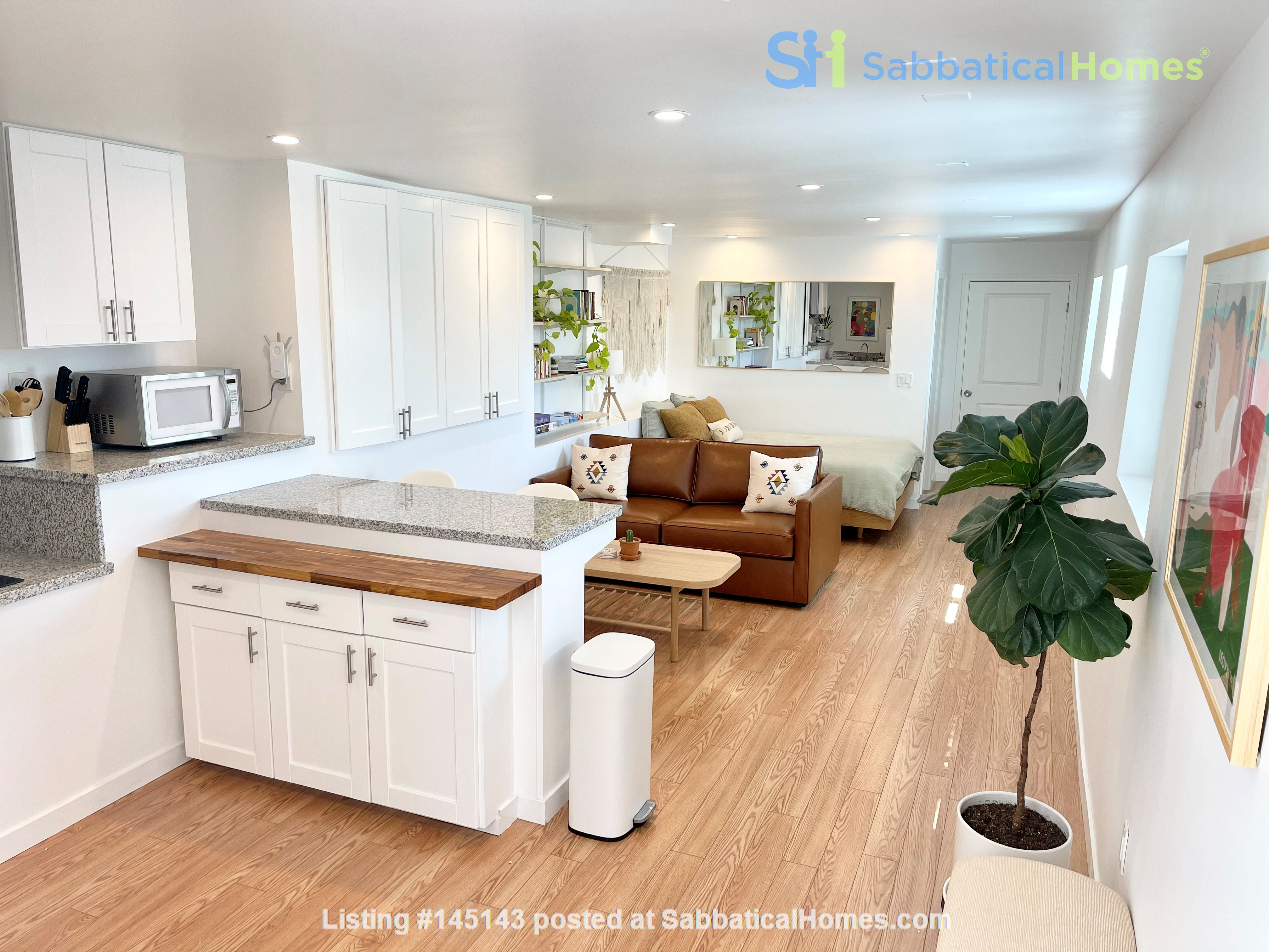 NEW Studio with Stunning L.A. Views! Home Rental in Los Angeles, California, United States 1