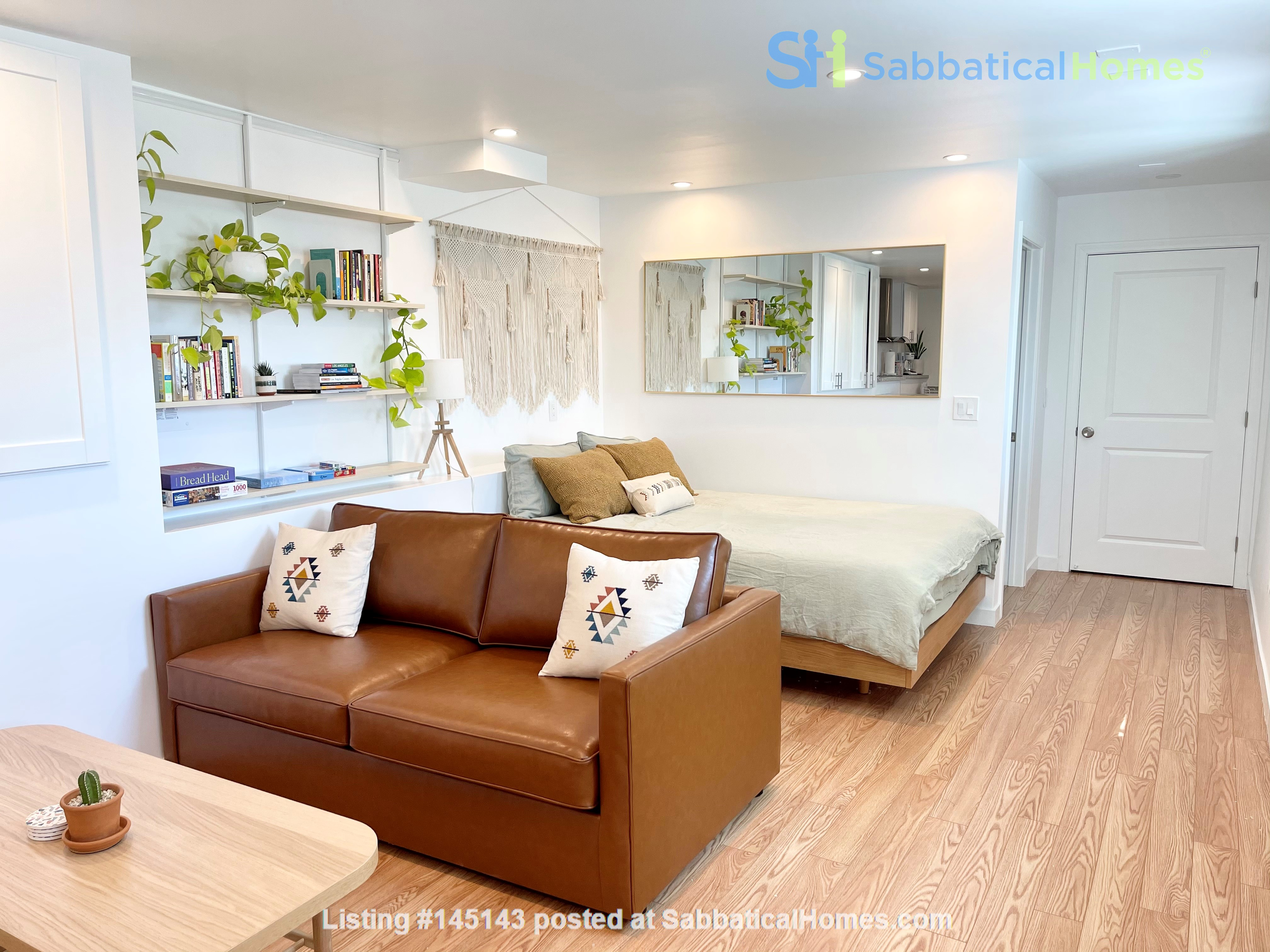 NEW Studio with Stunning L.A. Views! Home Rental in Los Angeles, California, United States 5
