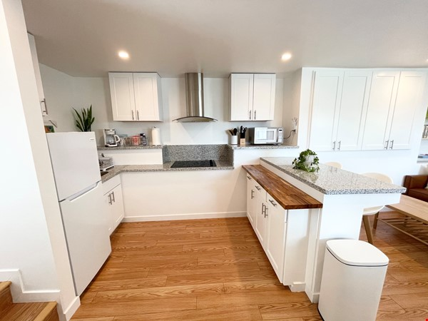 NEW Studio with Stunning L.A. Views! Home Rental in Los Angeles 4 - thumbnail