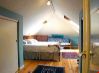 Charming Edwardian bungalow near 4th St shops, transport and more! Home Rental in Berkeley 7 - thumbnail