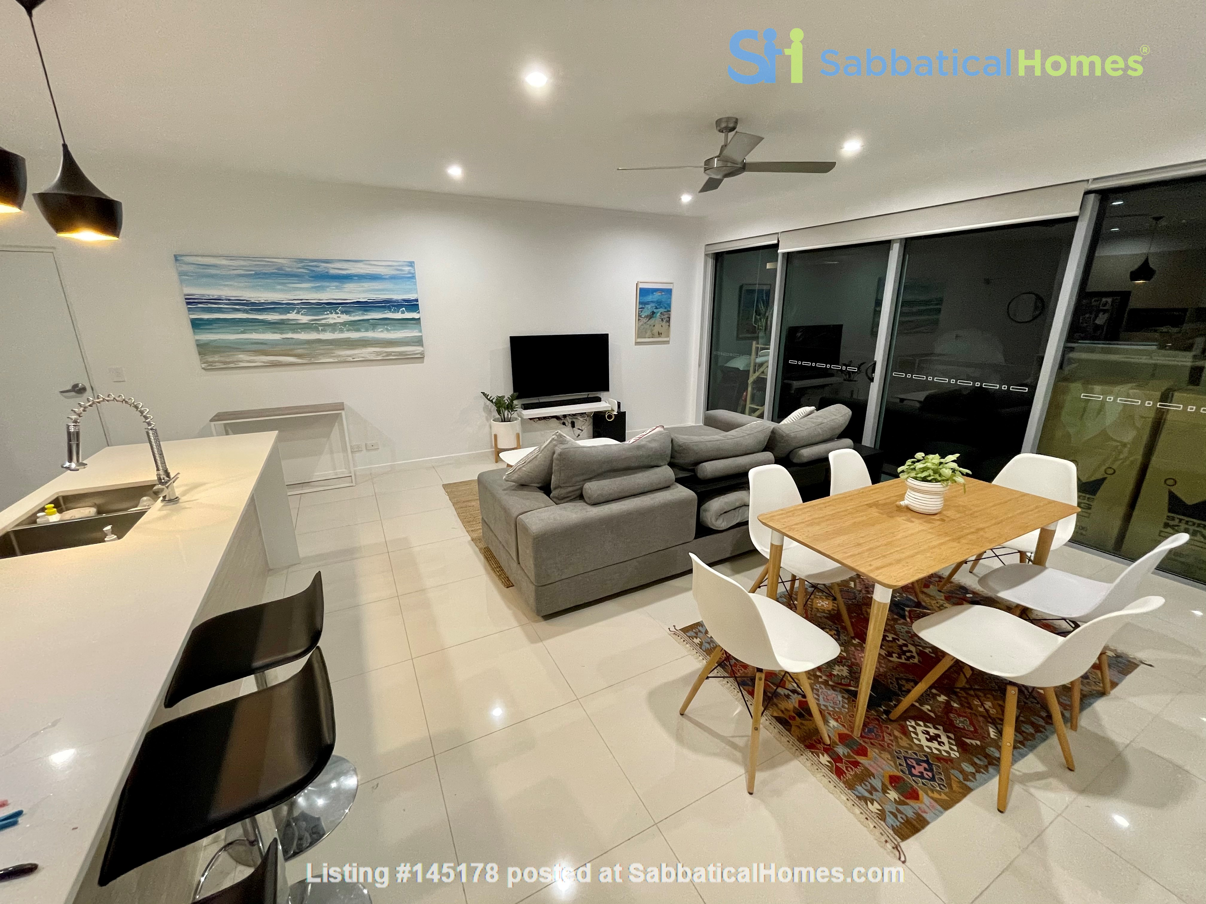 Lovely 2br apartment with large terrace/garden. 5km from Brisbane CBD Home Rental in Coorparoo, Queensland, Australia 7