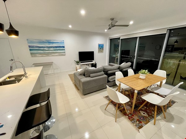 Lovely 2br apartment with large terrace/garden. 5km from Brisbane CBD Home Rental in Coorparoo 7 - thumbnail