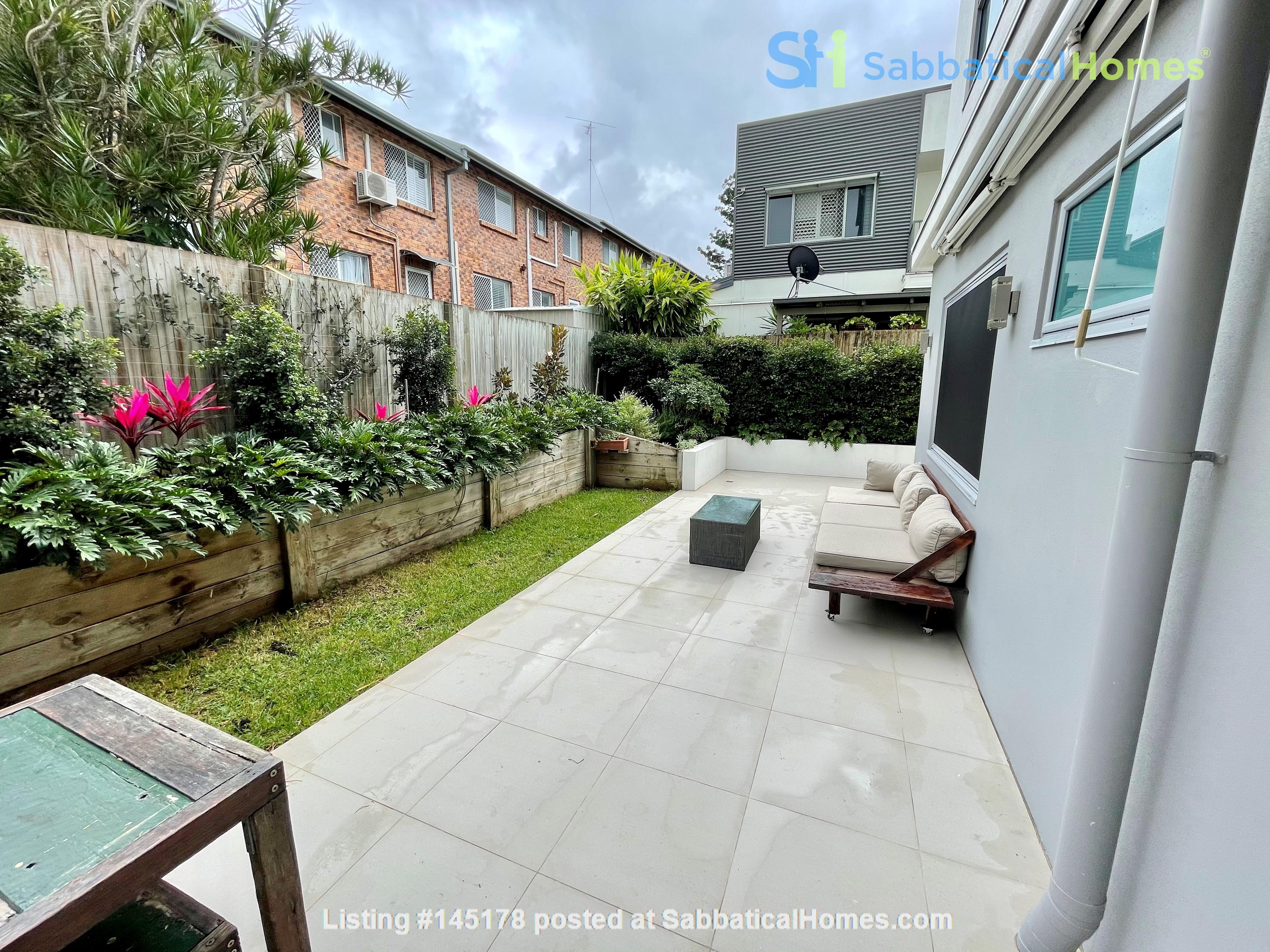 Lovely 2br apartment with large terrace/garden. 5km from Brisbane CBD Home Rental in Coorparoo, Queensland, Australia 6