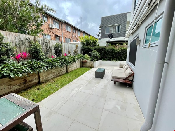 Lovely 2br apartment with large terrace/garden. 5km from Brisbane CBD Home Rental in Coorparoo 6 - thumbnail