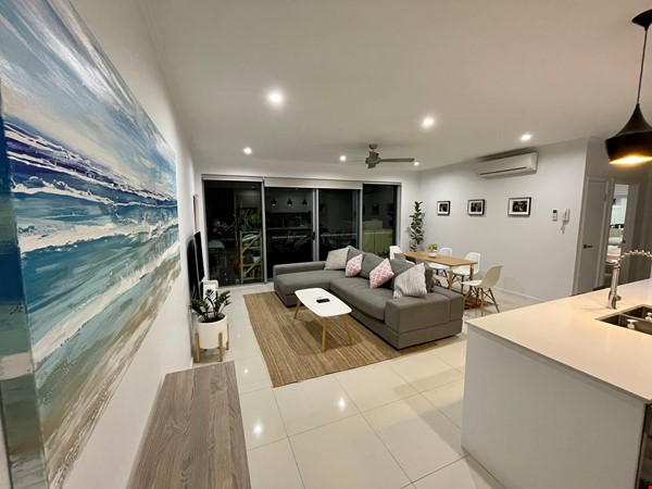 Lovely 2br apartment with large terrace/garden. 5km from Brisbane CBD Home Rental in Coorparoo 1 - thumbnail
