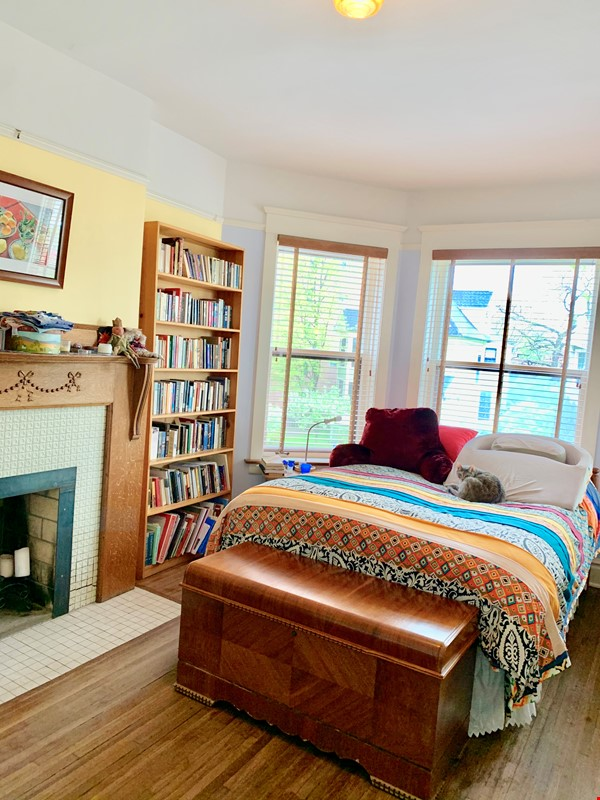 Beautiful Hyde Park Home Near UChicago, Lake, Loop Home Rental in Chicago 8 - thumbnail