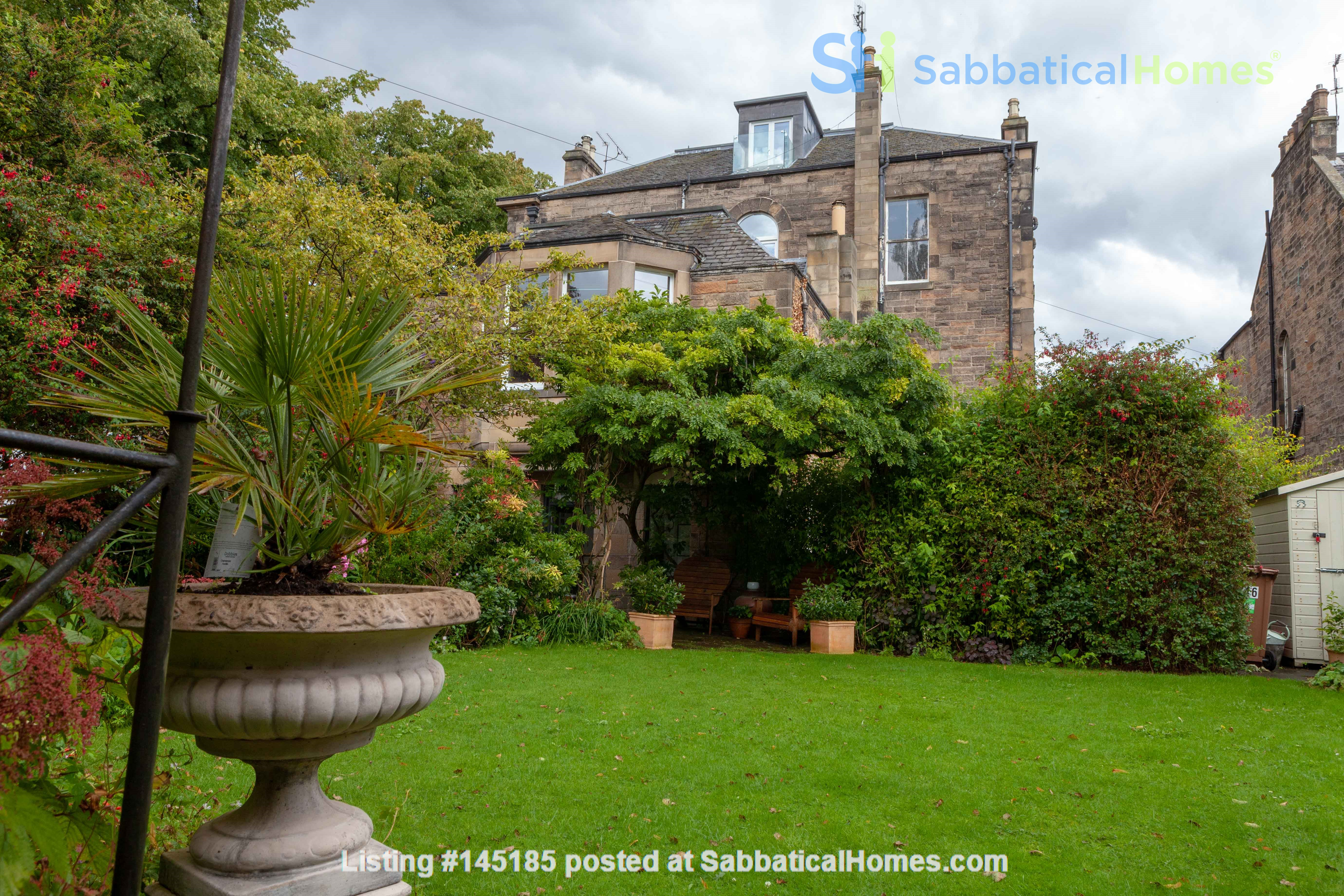 Stunning House for a fish, gardener and architectural lover. Home Rental in Edinburgh, Scotland, United Kingdom 8