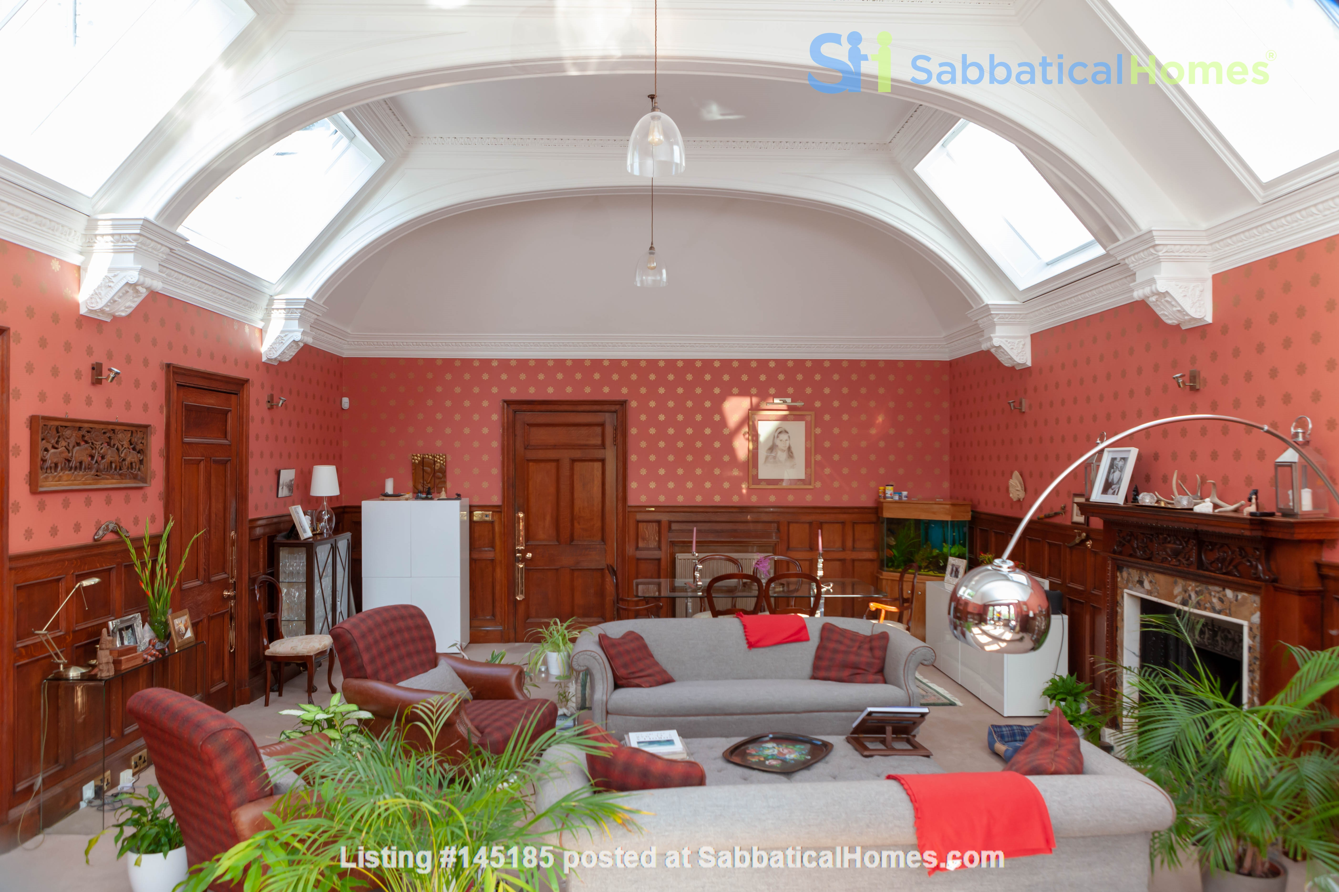 Stunning House for a fish, gardener and architectural lover. Home Rental in Edinburgh, Scotland, United Kingdom 0