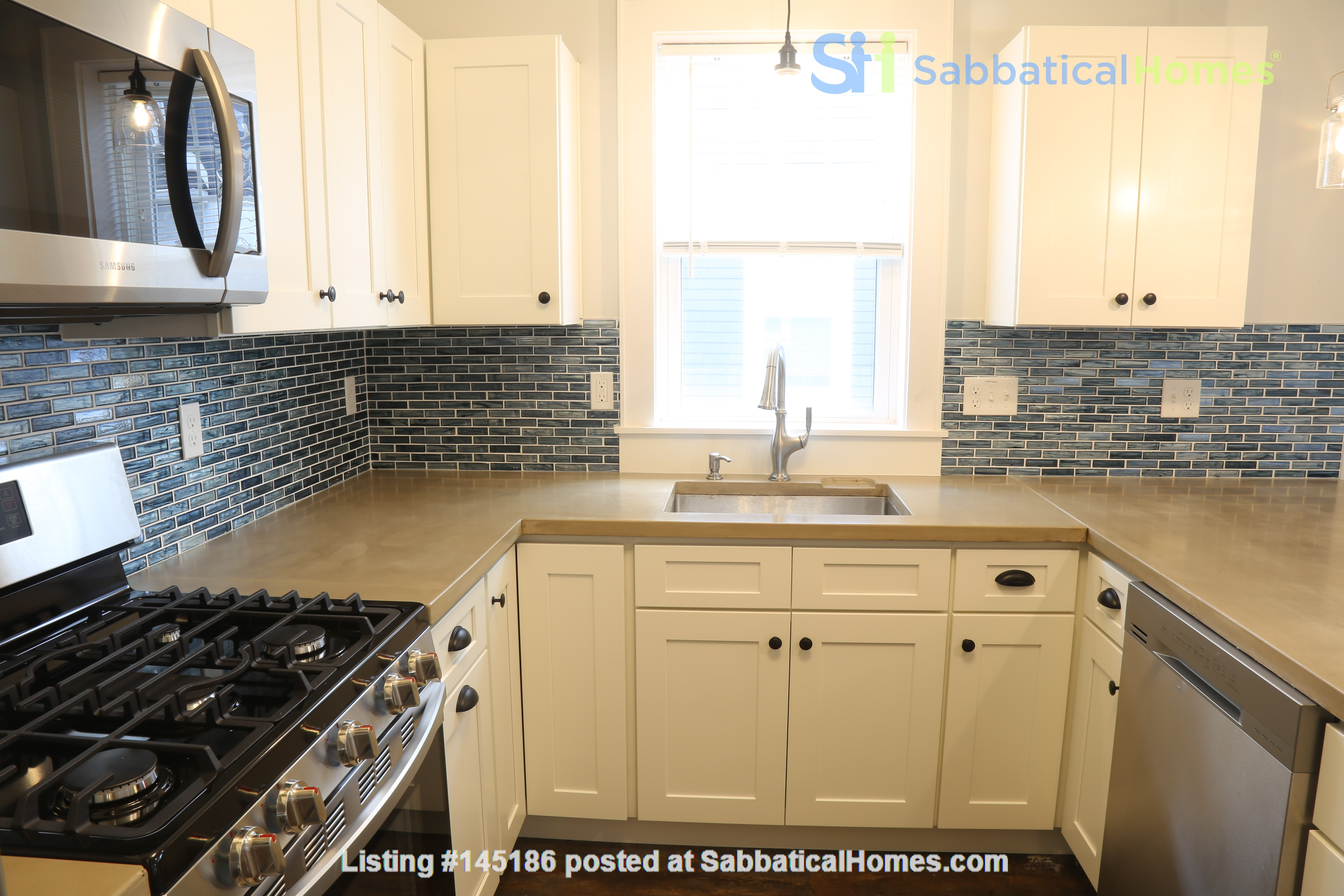 New, modern &  luxurious apartment, 3 master bedrooms, central AC! Yale Home Rental in New Haven, Connecticut, United States 0