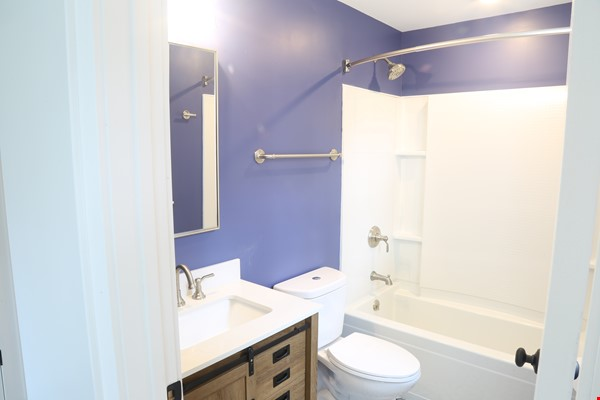 New, modern &  luxurious apartment, 3 master bedrooms, central AC! Yale Home Rental in New Haven 4 - thumbnail