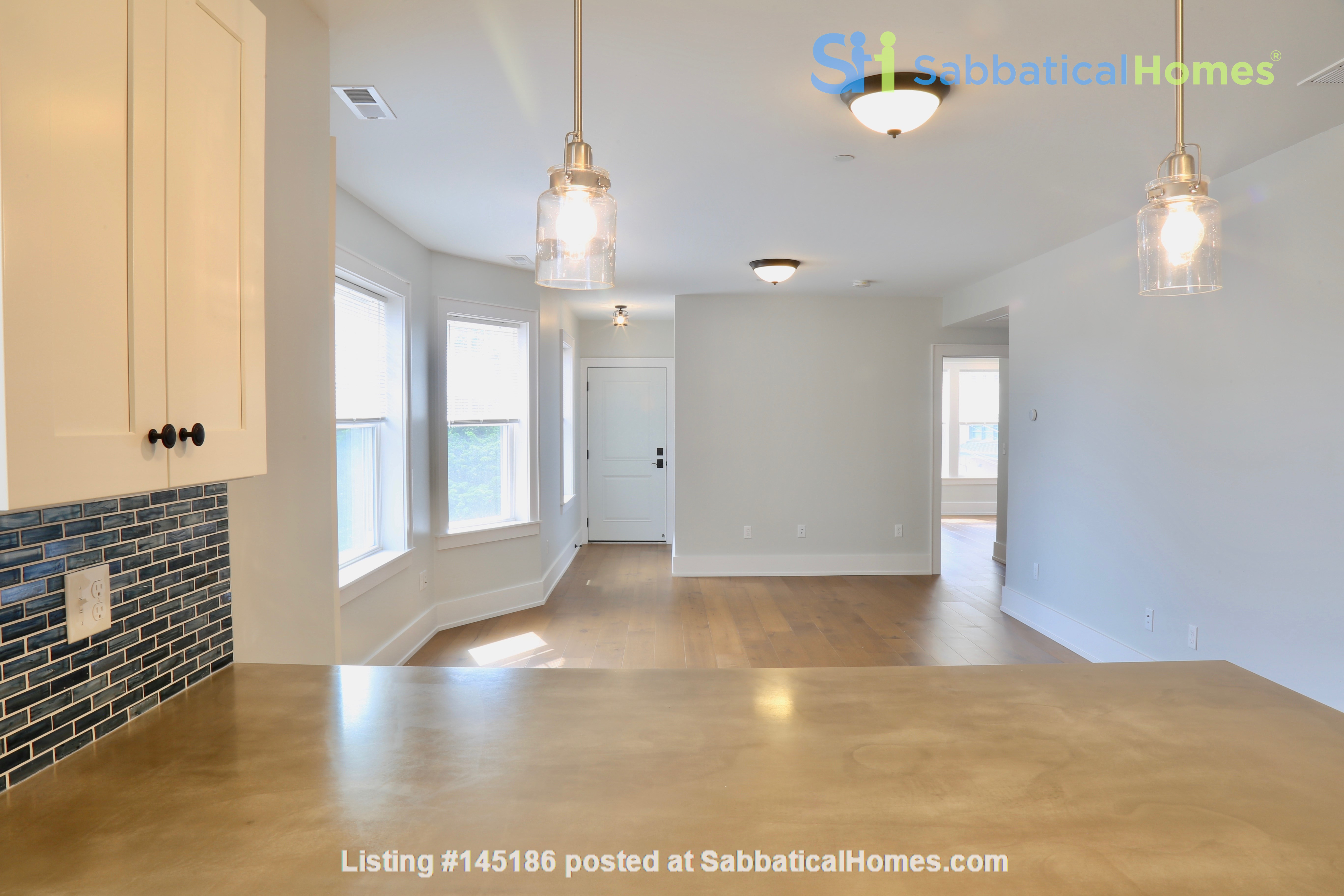 New, modern &  luxurious apartment, 3 master bedrooms, central AC! Yale Home Rental in New Haven, Connecticut, United States 5