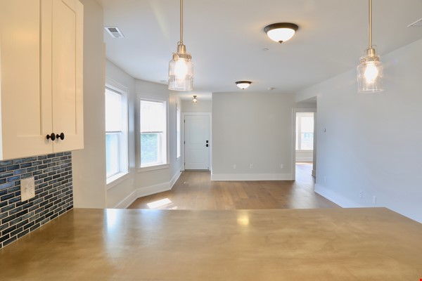 New, modern &  luxurious apartment, 3 master bedrooms, central AC! Yale Home Rental in New Haven 5 - thumbnail