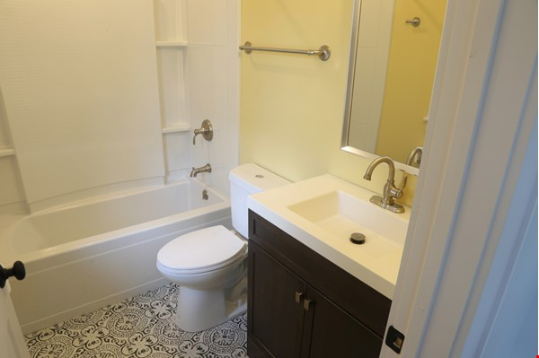 New, modern &  luxurious apartment, 3 master bedrooms, central AC! Yale Home Rental in New Haven 8 - thumbnail
