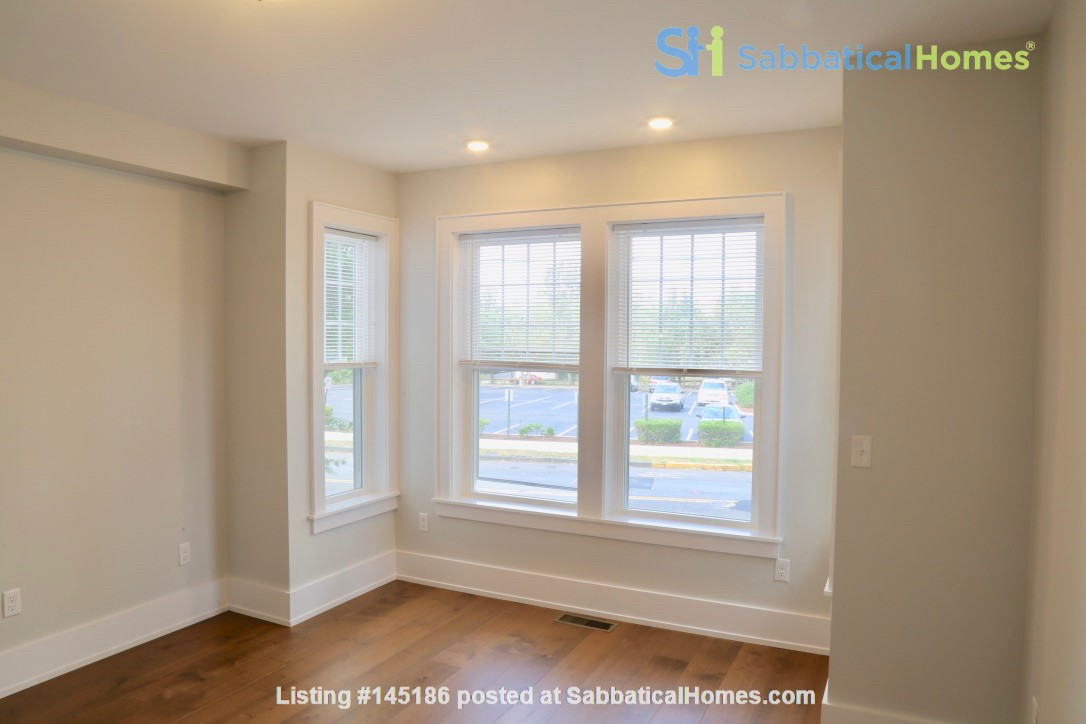 New, modern &  luxurious apartment, 3 master bedrooms, central AC! Yale Home Rental in New Haven, Connecticut, United States 9
