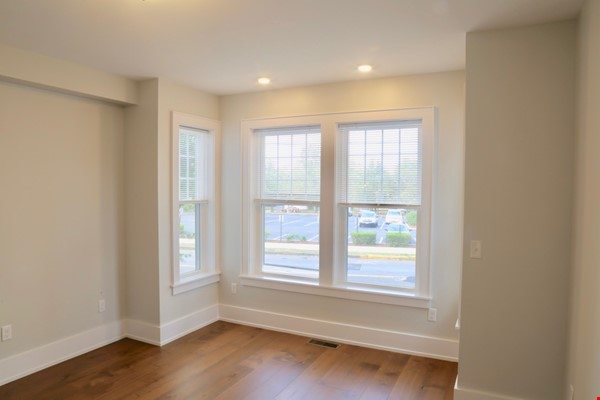 New, modern &  luxurious apartment, 3 master bedrooms, central AC! Yale Home Rental in New Haven 9 - thumbnail
