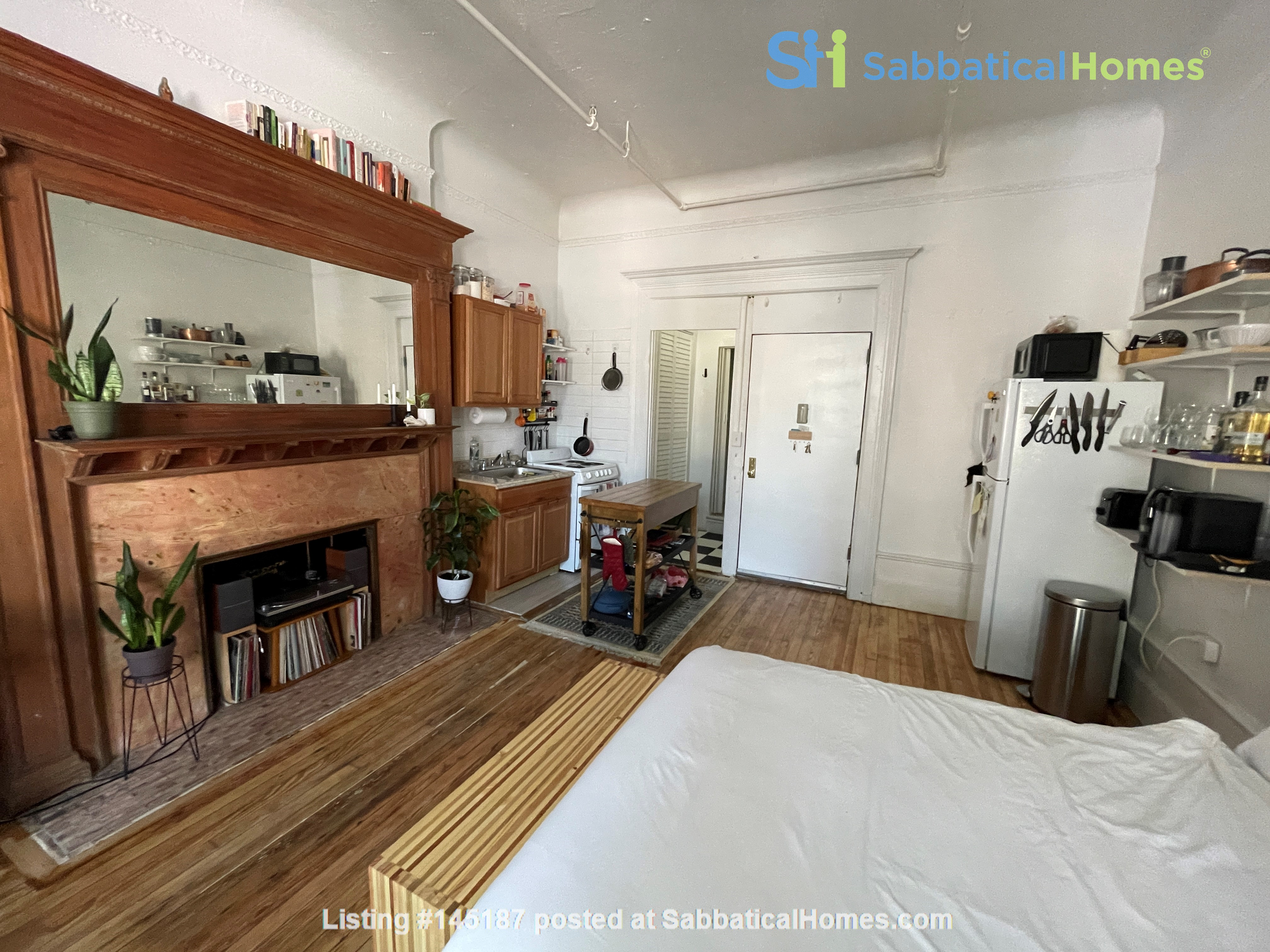 Historic South Harlem Studio with Balcony, short walk to Central Park! Home Rental in New York 2