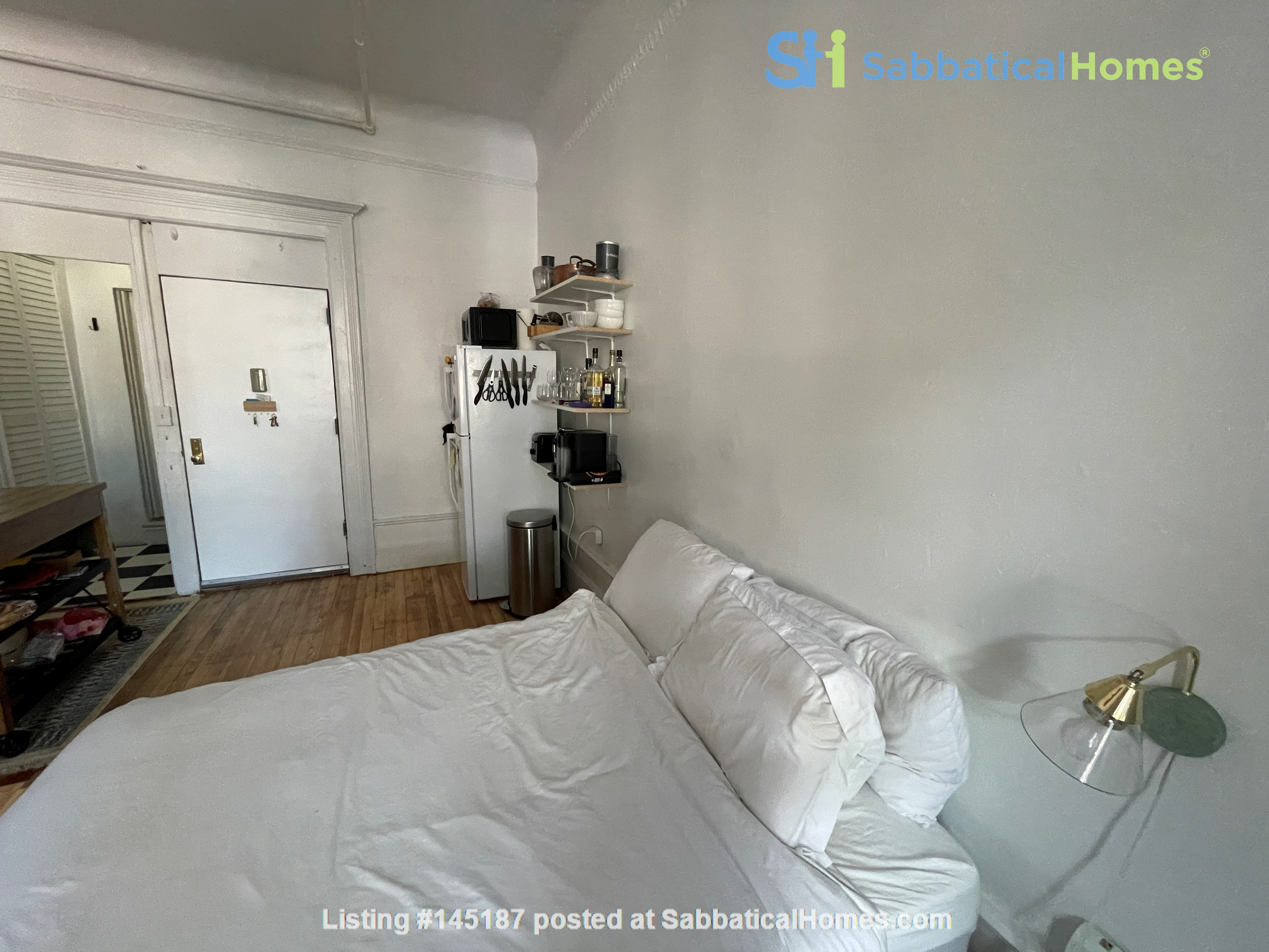 Historic South Harlem Studio with Balcony, short walk to Central Park! Home Rental in New York 3