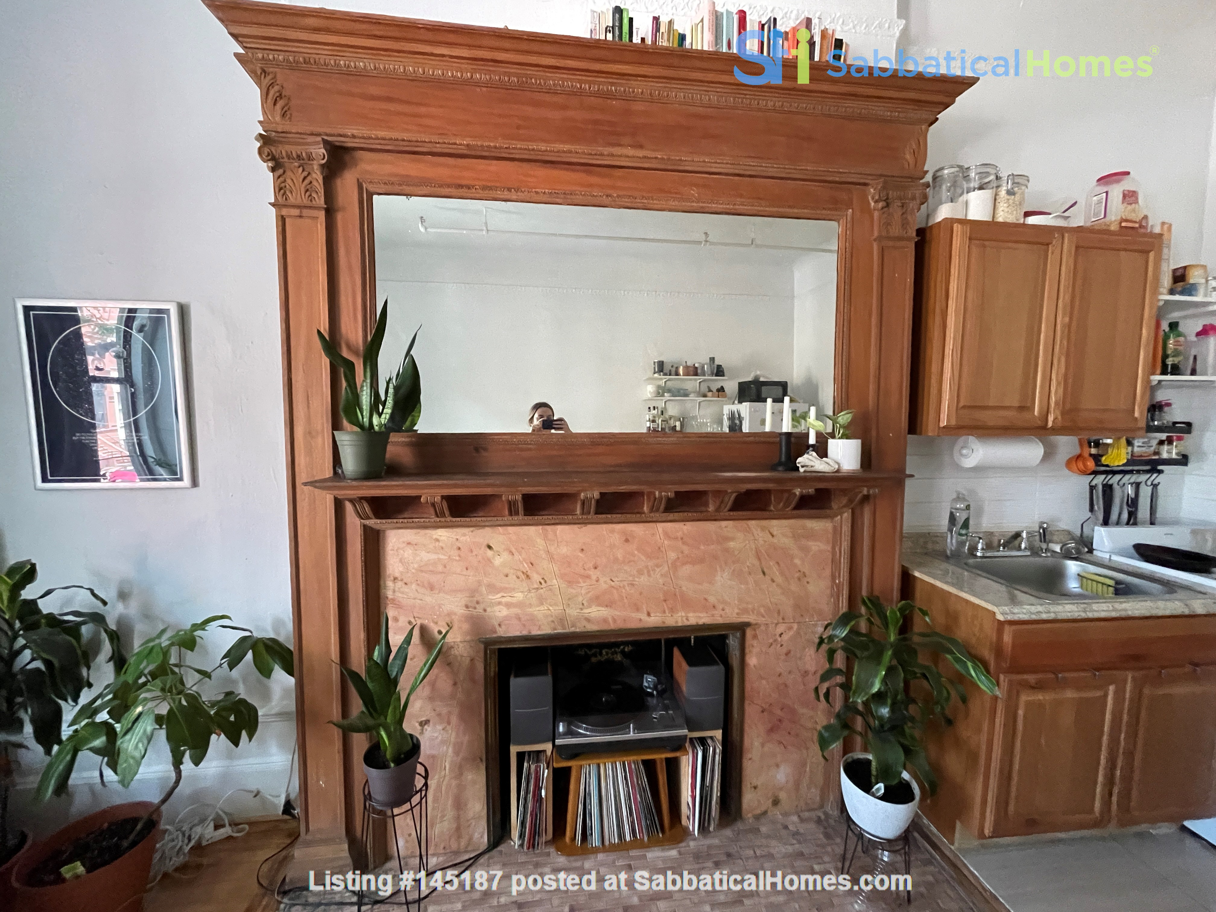Historic South Harlem Studio with Balcony, short walk to Central Park! Home Rental in New York 4