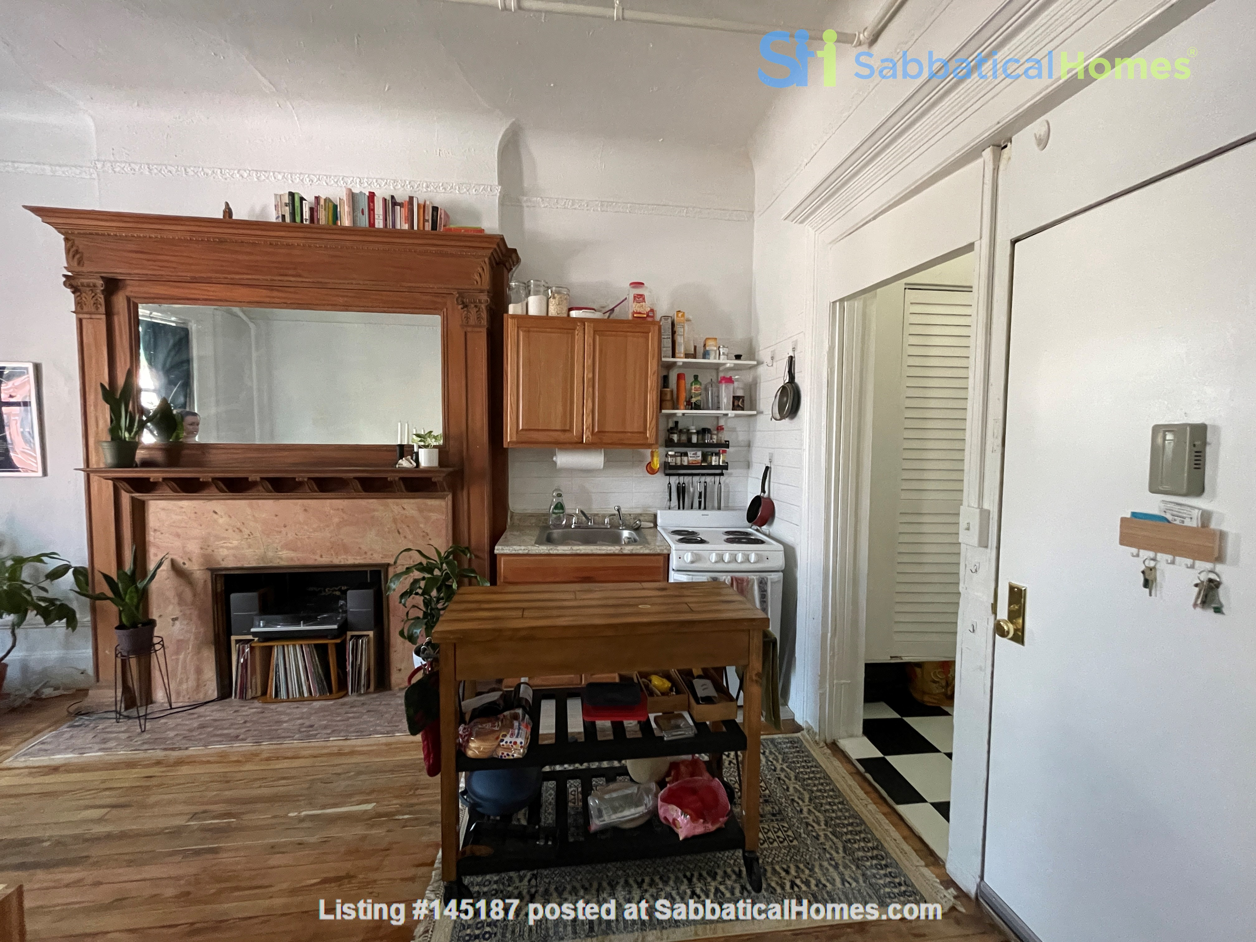 Historic South Harlem Studio with Balcony, short walk to Central Park! Home Rental in New York 5