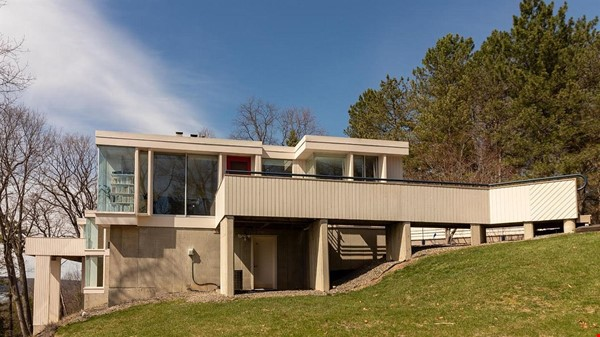 One bedroom apartment with lake views and attached parking (Cayuga Heights) Home Rental in Ithaca 0 - thumbnail