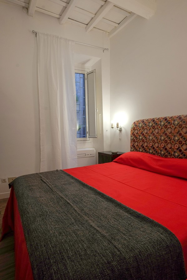 Via Crispi between Spanish Steps and Trevi Fountain Home Rental in Roma 5 - thumbnail