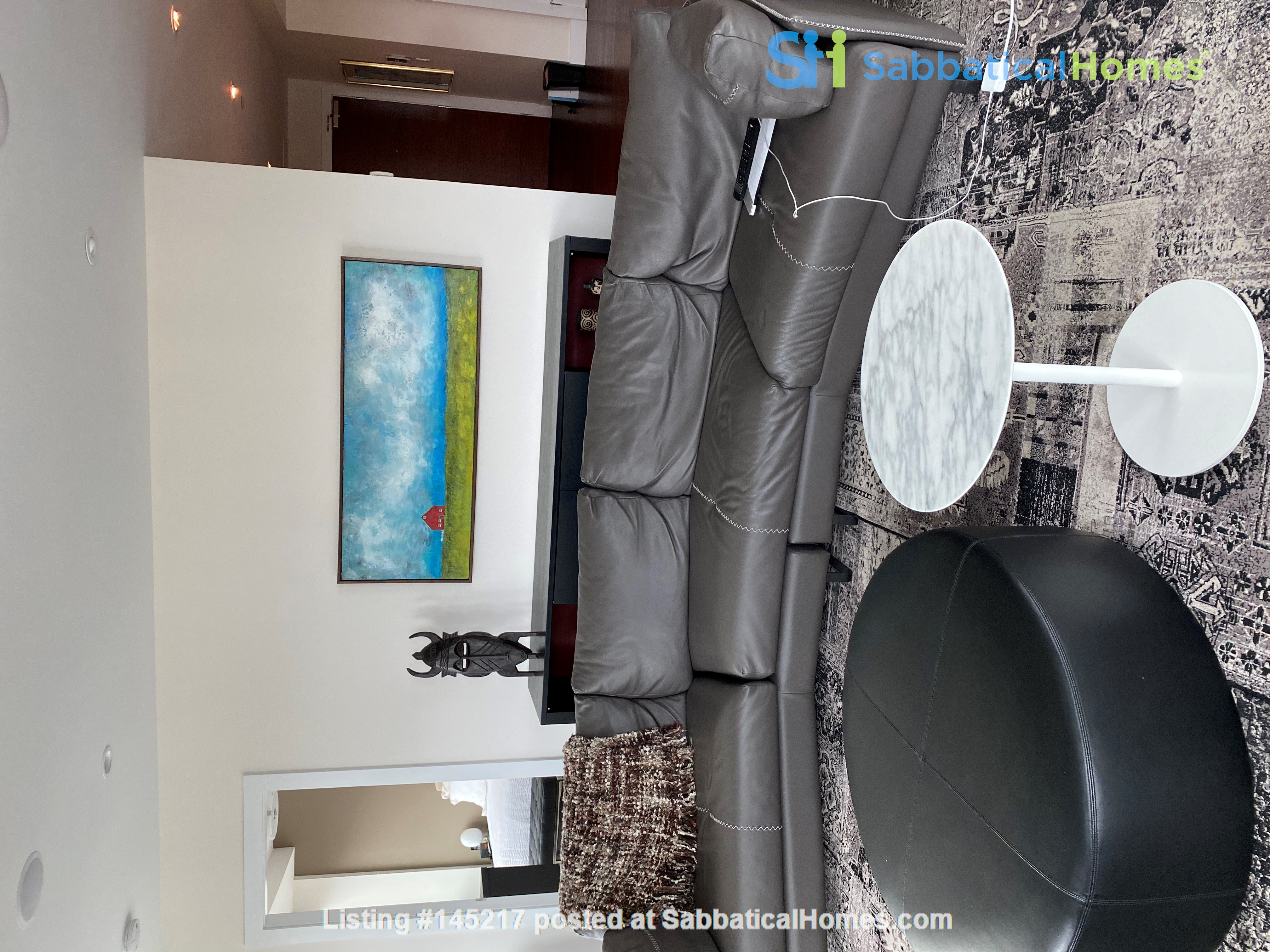 Gorgeous, spacious condo close to universities, hospitals and downtown Home Rental in Edmonton, Alberta, Canada 1