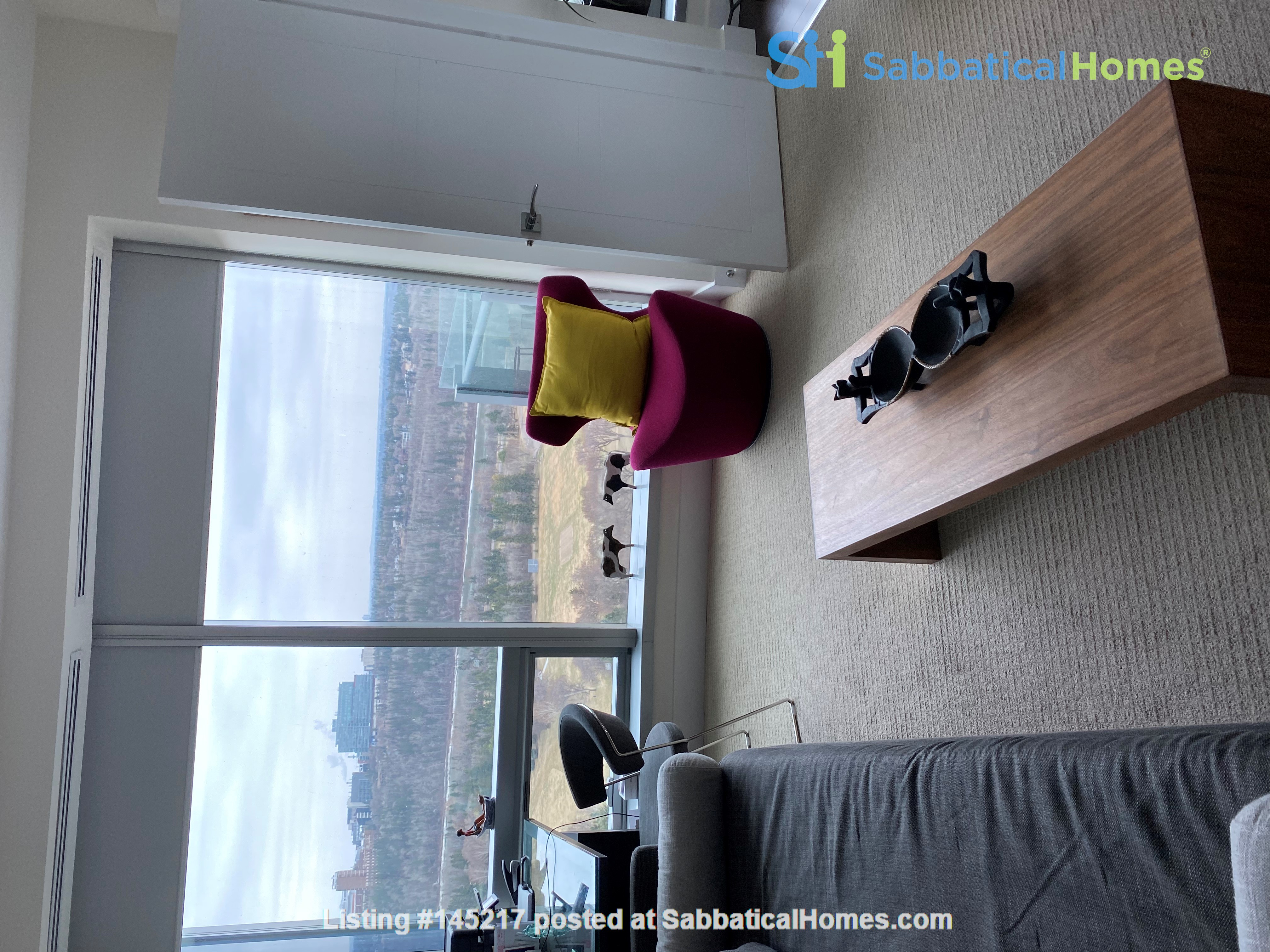 Gorgeous, spacious condo close to universities, hospitals and downtown Home Rental in Edmonton, Alberta, Canada 8