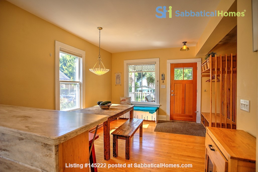 Adorable home near parks, lakes and restauraunts Home Rental in Minneapolis, Minnesota, United States 2