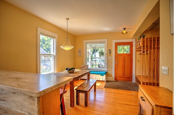 Adorable home near parks, lakes and restauraunts Home Rental in Minneapolis 2 - thumbnail