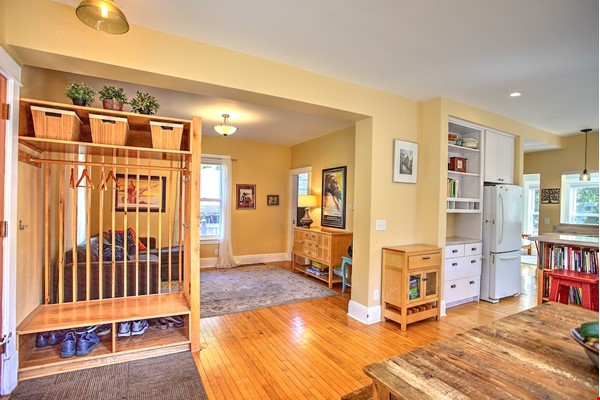 Adorable home near parks, lakes and restauraunts Home Rental in Minneapolis 9 - thumbnail