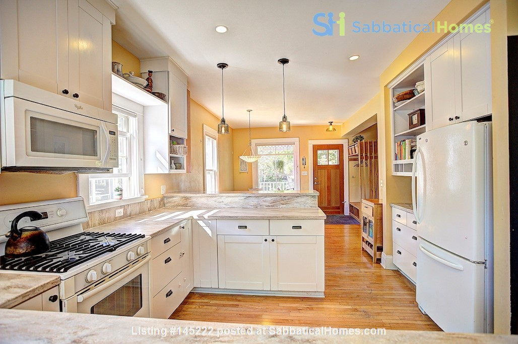 Adorable home near parks, lakes and restauraunts Home Rental in Minneapolis, Minnesota, United States 3