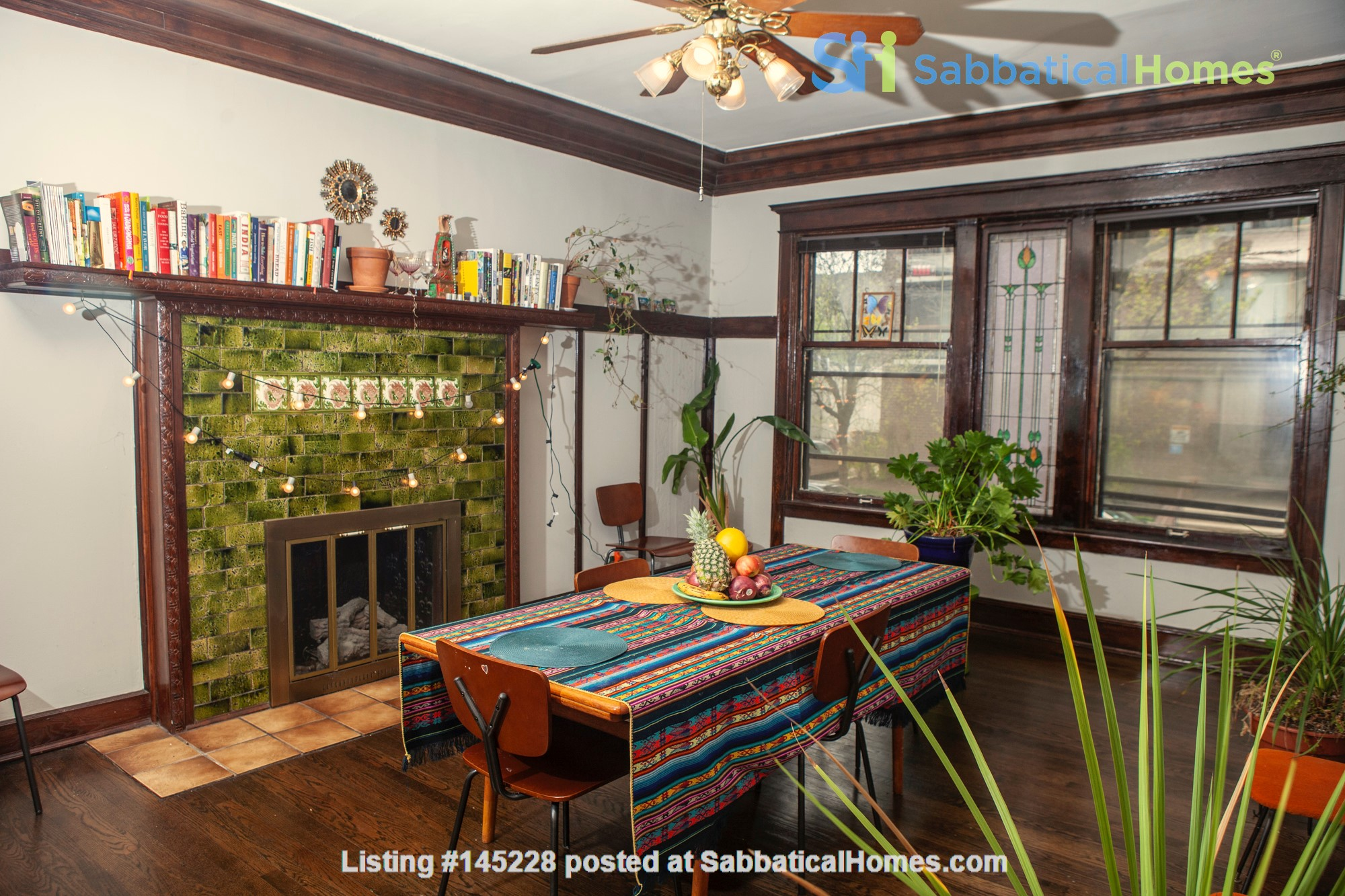 Family-ready 3bed/2bath with front porch & back garden a walk from the lake Home Rental in Chicago, Illinois, United States 1