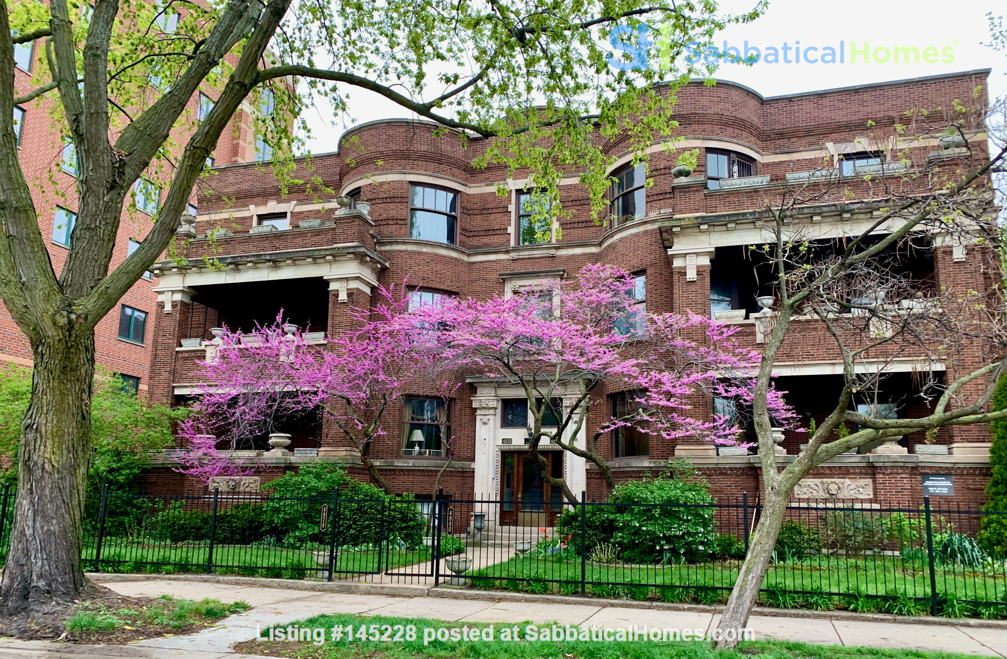 Family-ready 3bed/2bath with front porch & back garden a walk from the lake Home Rental in Chicago, Illinois, United States 0