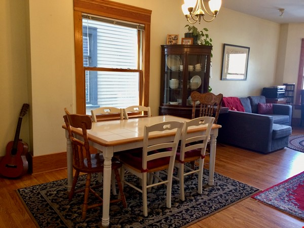 Beautiful historic home in sought after Calgary neighbourhood Home Rental in Calgary 3 - thumbnail