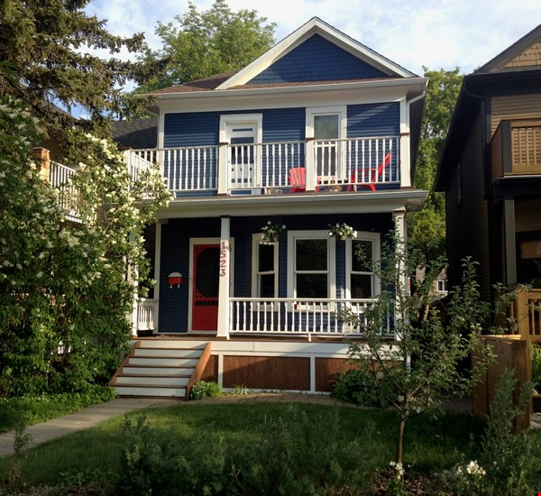 Beautiful historic home in sought after Calgary neighbourhood Home Rental in Calgary 0 - thumbnail