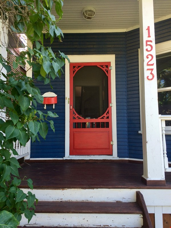 Beautiful historic home in sought after Calgary neighbourhood Home Rental in Calgary 6 - thumbnail