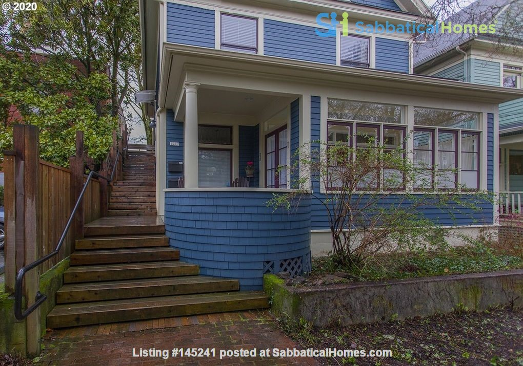 Fully furnished, spacious, and light-filled top floor duplex Home Rental in Portland, Oregon, United States 1