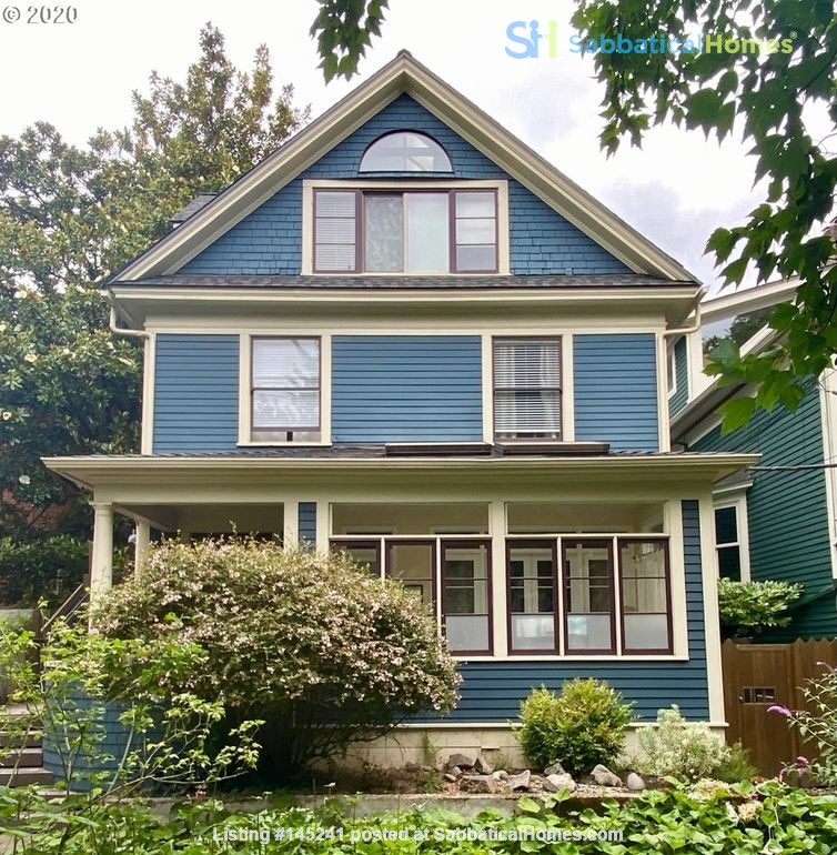 Fully furnished, spacious, and light-filled top floor duplex Home Rental in Portland, Oregon, United States 0