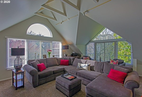 Fully furnished, spacious, and light-filled top floor duplex Home Rental in Portland 2 - thumbnail