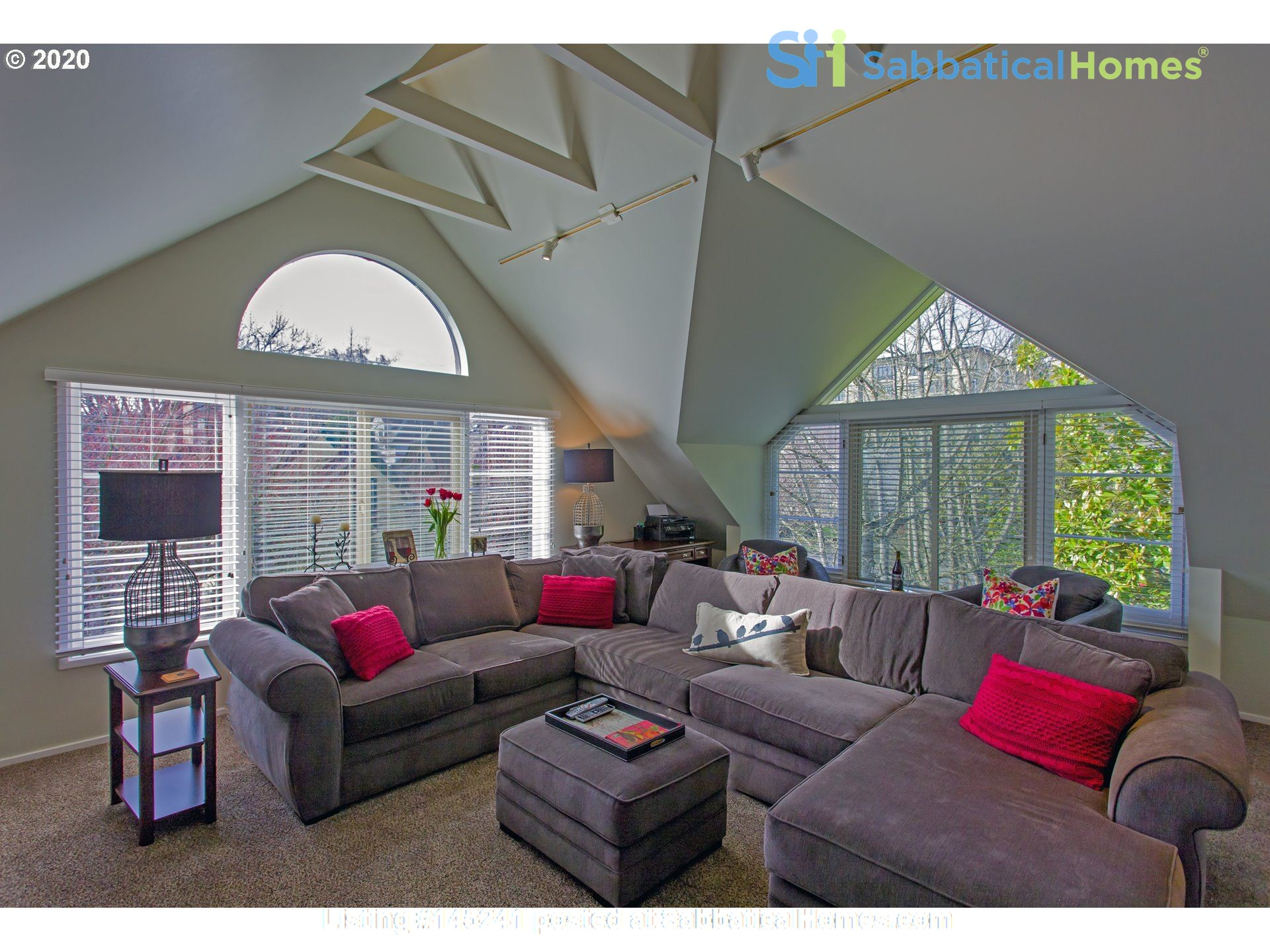 Fully furnished, spacious, and light-filled top floor duplex Home Rental in Portland, Oregon, United States 3