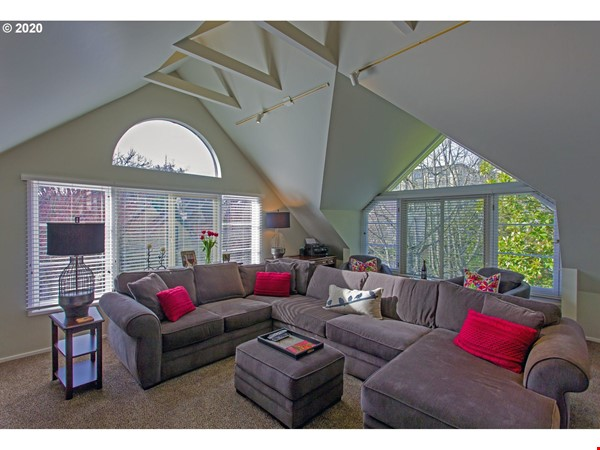 Fully furnished, spacious, and light-filled top floor duplex Home Rental in Portland 3 - thumbnail