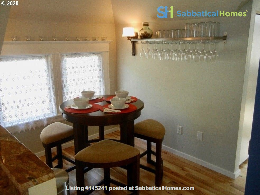 Fully furnished, spacious, and light-filled top floor duplex Home Rental in Portland, Oregon, United States 4