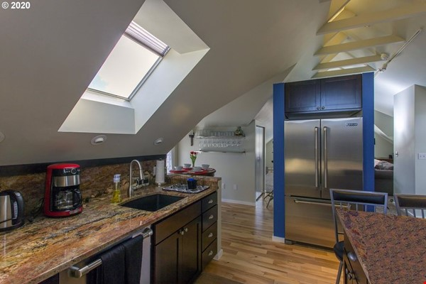 Fully furnished, spacious, and light-filled top floor duplex Home Rental in Portland 5 - thumbnail