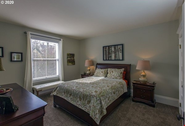 Fully furnished, spacious, and light-filled top floor duplex Home Rental in Portland 8 - thumbnail