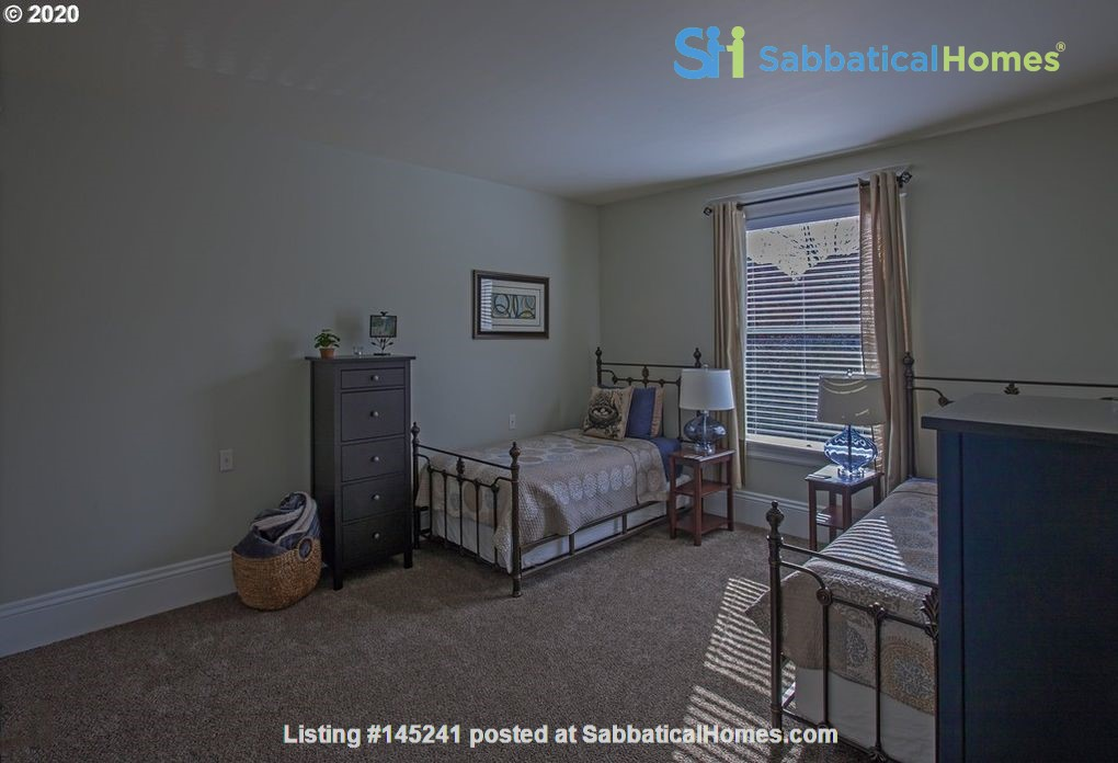 Fully furnished, spacious, and light-filled top floor duplex Home Rental in Portland, Oregon, United States 9
